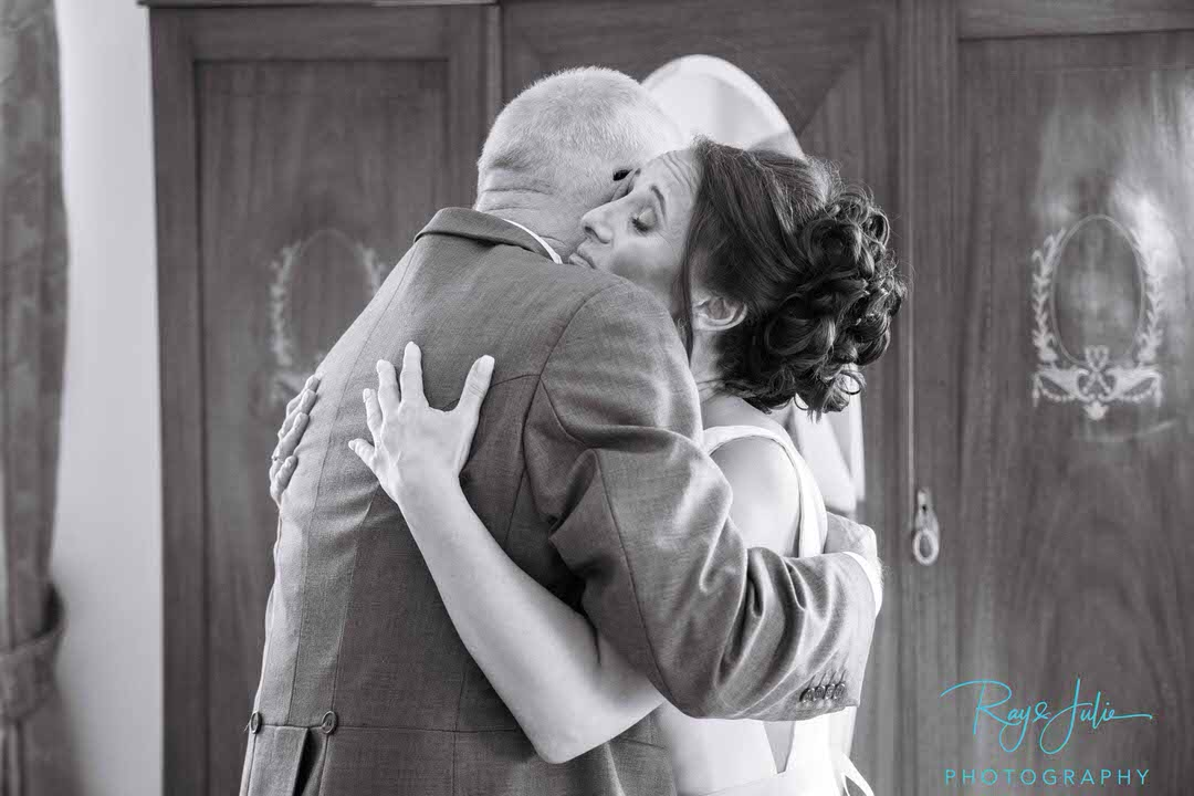Bride hugging dad in black and white
